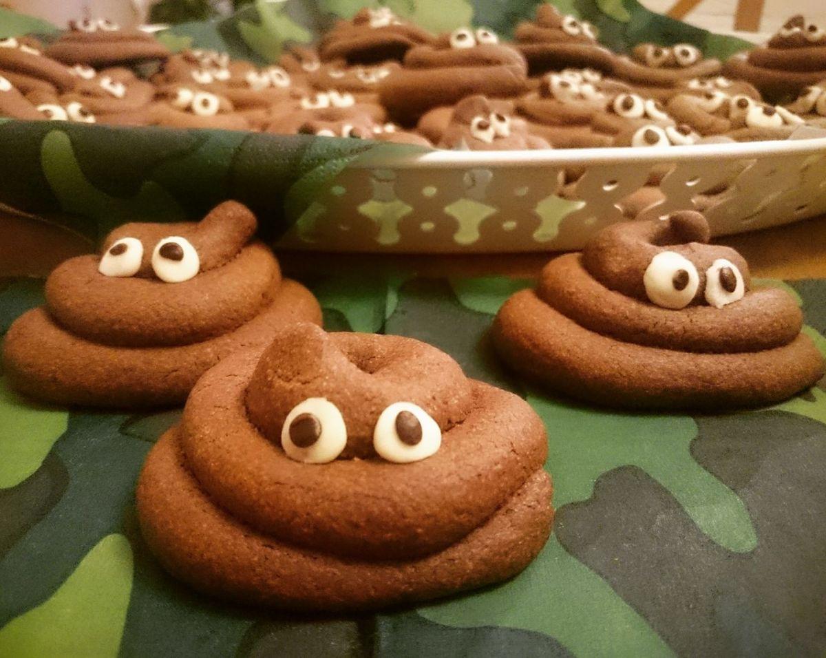 12 jaar & lachende drol emoji koekjes